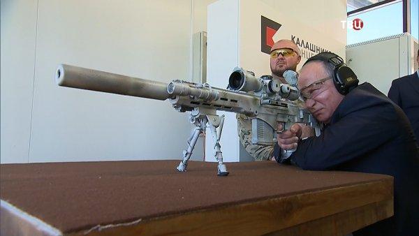 В Сети появилось видео, как Путин пострелял из новой снайперской винтовки СВЧ-308