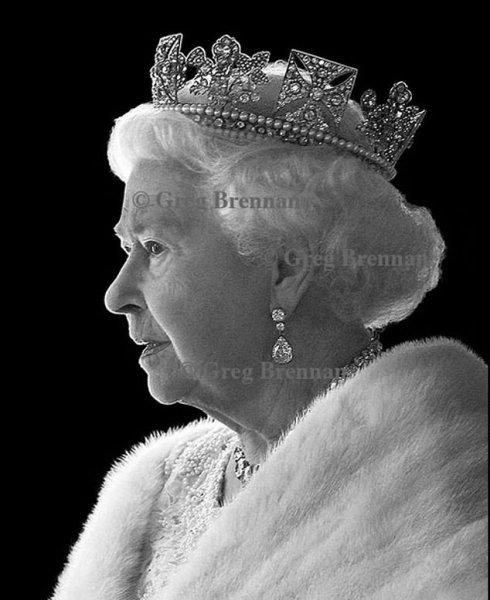 Букингемский дворец показал новый портрет 92-летней королевы Елизаветы II
