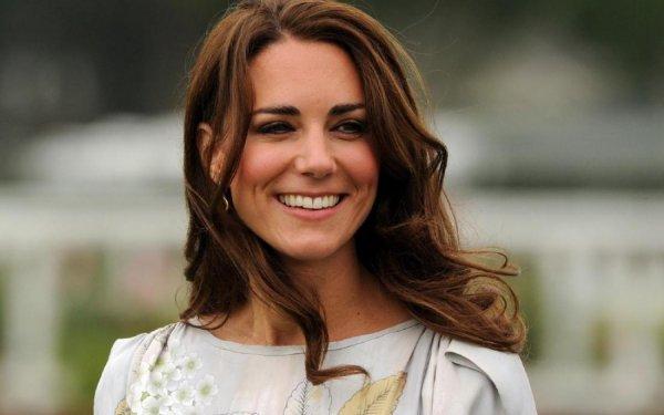 «Будто не рожала»: Кейт Миддлтон вышла из декрета и очаровала своей красотой — фанаты