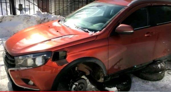 О варварском методе кражи колёс с LADA Vesta SW и SW Cross рассказали в сети
