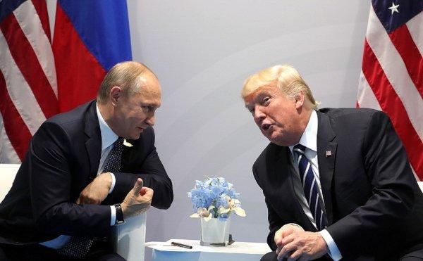 СМИ: Макрон помешал полноценной встрече Трампа и Путина