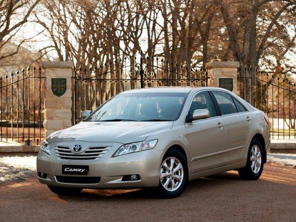 Типичная «Камри» на «вторичке»: Как выглядят Toyota Camry с пробегом 300 тыс. км показал блогер