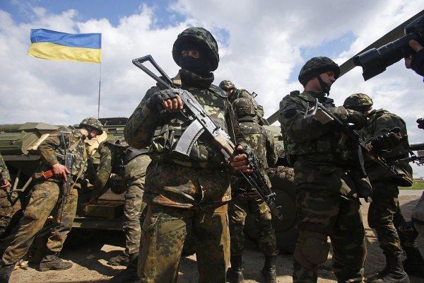 Украинские военнослужащие разгромили пансионат на границе с Крымом