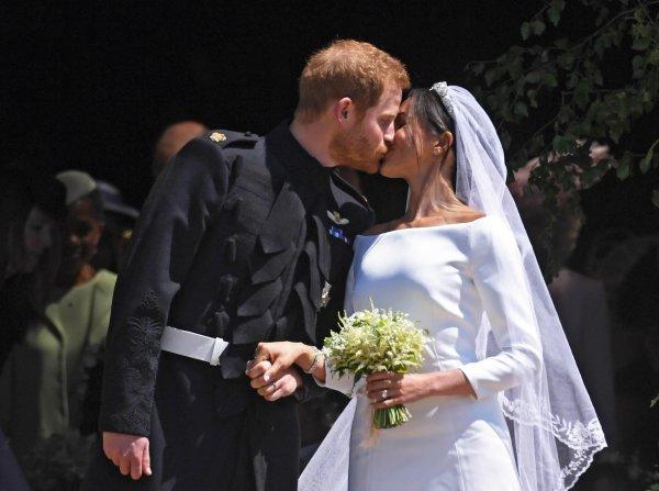 СМИ: Меган Маркл и принц Гарри стремительно теряют репутацию