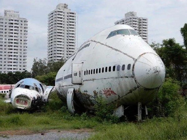 В Таиланде бизнесмен создал кладбище заброшенных самолетов, где живут люди