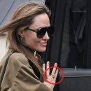 Анджелина Джоли засветила обручальное кольцо с огромным бриллиантом