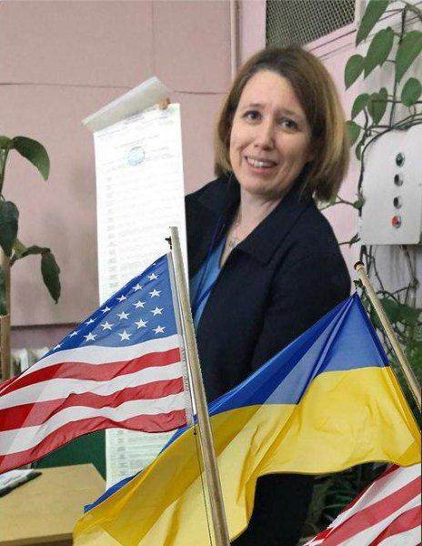 Начать с нарушений: в первые часы выборов президента Украины зафиксировано вмешательство иностранных дипломатов