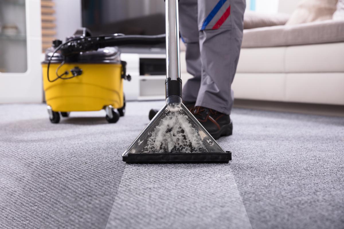 Как происходит чистка ковролина в офисе клининговой компанией