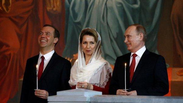 Президент Медведева: Слабого премьера продвинет во власть авторитетная жена — СМИ