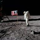 США не высаживались на Луну: Американцы могли подделать скафандр Нила Армстронга