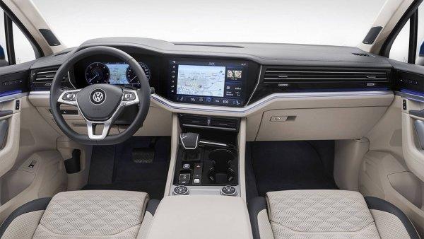 «Прокачать до Audi»: Какие «премиальные» опции можно активировать в Volkswagen Touareg
