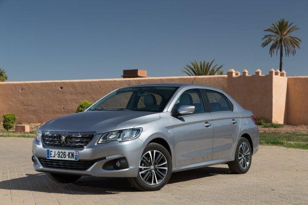 «Бюджетная бричка» за 800 тысяч: О выборе между Renault Sandero Stepway и Peugeot 301 рассказали в сети