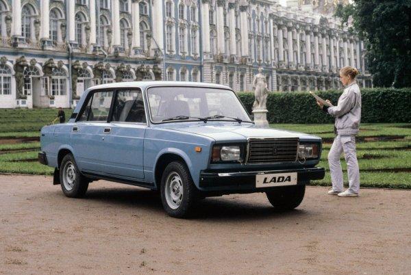 «Те же Жигули, только наряднее»: Впечатлениями от найденного ВАЗ-2107 1989 года выпуска поделился блогер
