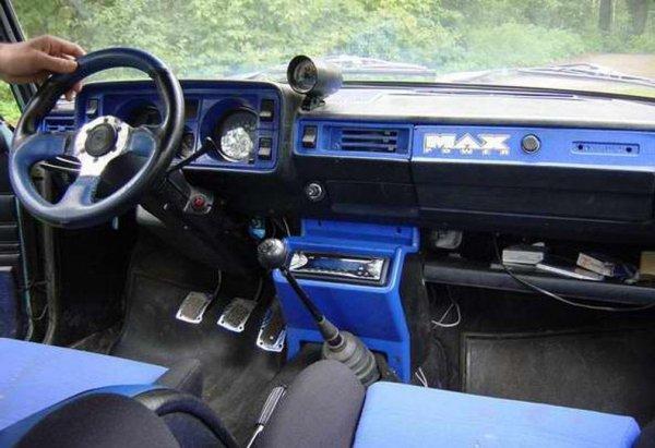 «Зачем квадратную машину переделывать под спорт?»: Агрессивный тюнинг ВАЗ-2105 оценили в сети