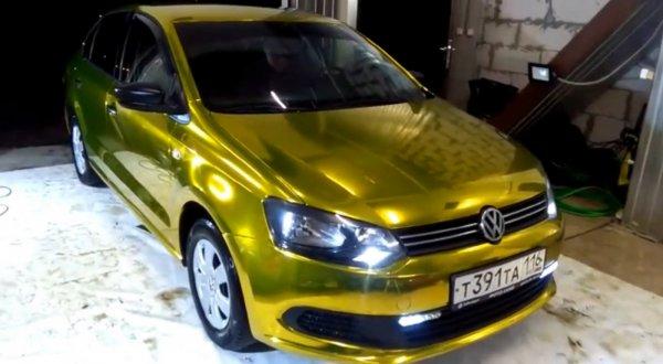 Как обертка от конфет «Стрела»: «Блестящий» тюнинг Volkswagen Polo показали в сети