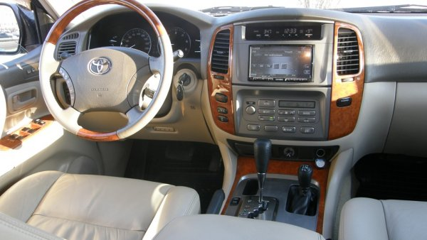«Оно рамное и надежное, но все равно ржавое»: Неадекватные цены на Toyota Land Cruiser 100 с пробегом обсудили в сети