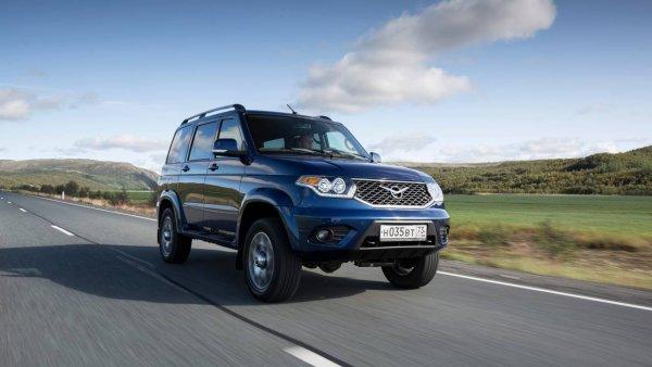Догоняет японцев: Новый УАЗ «Патриот» на «автомате» сравнили с Mitsubishi Pajero с пробегом