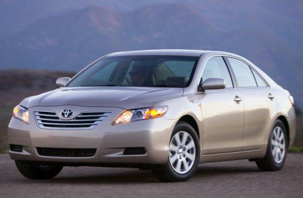 «Её можно в автосалон поставить и заново продать»: Состояние Toyota Camry после 576 000 км поразило владельца