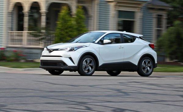 «Тойота творит чудеса»: Блогеры протестировали полноприводный Toyota CH-R на бездорожье
