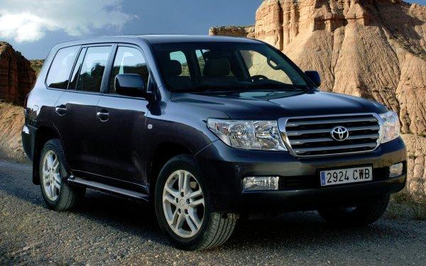 В чем LADA Granta лучше Toyota Land Cruiser 200, рассказал владелец