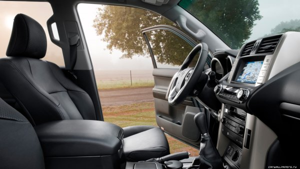 «Посмотрел на счет... и присел»: Сколько стоит замена руля на Toyota Land Cruiser Prado у официального дилера рассказал владелец