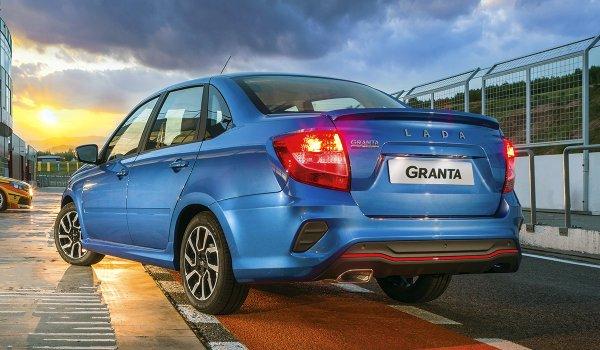 «Спортивная или не очень?»: Блогер выделил 4 отличия спортивной LADA Granta Drive Active от обычной