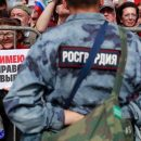 «Не тронь Его, вонять не будет!»: Бойцы Росгвардии отказались от задержания митингующих