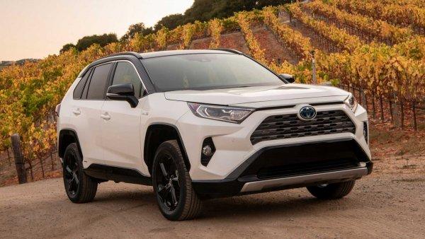 Популярный блогер «прошёлся» по новому Toyota RAV4: «Равчик по цене Ауди? Зажрались!»