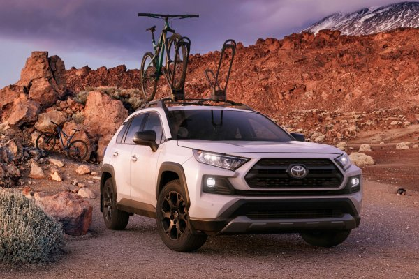 «Мягче Тигуана и Мазды»: Блогеры провели тест-драйв Toyota RAV4 2020