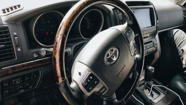 «Нормальные Крузаки закончились на 80-ках»: Можно ли найти достойный Toyota LC 200 до 1,6 млн – сеть