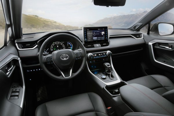 Лучший полный привод в классе: Кроссовер Toyota RAV4 продолжает набирать обороты