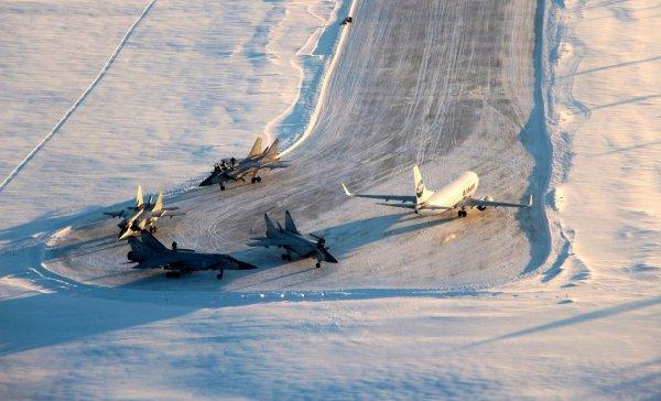 В Усинске диспетчер-герой спас 4 военных самолета