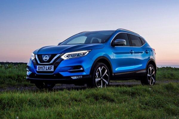 Премиальный комфорт против яркой внешности: Стоит ли покупать Mazda CX-30 вместо Nissan Qashqai